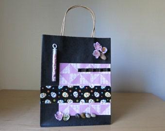 Gift bag 'Fishnets in a bottle'.