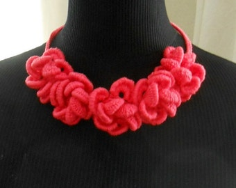 Crochet 5 flower necklace