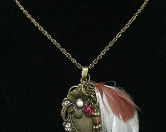 Charm necklace with feather.