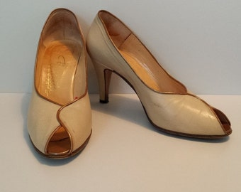 Vintage Renata cream leather ladies court shoes / Size 36/UK 3.5 / Peep-toe heels