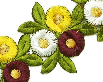 TM1223  embroidered daisies' trim