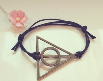 Gr. triangle bracelet in black, perfection, body, soul, spirit, Holy Trinity