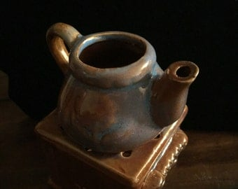 Brown tea pot with a hint of blue