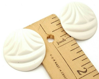 White Round Stud Earrings Vintage from the 80s Painted Metal Retro