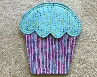 Cupcake potholder, cupcake hotpad, cupcake trivet, quilted hotpad, quilted potholder, cupcake wall hanging