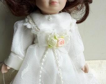 Lovely  porcelaine doll