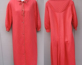 Vintage 50s  to 60s Coral Pink Quilt Robe / Quilted Tent Nylon Housecoat / Sz Lge - XL