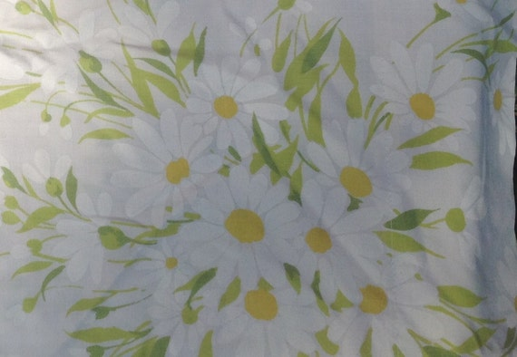 Daisy Pequot Pillow Case - 1970s - Vintage Linens and Fabric