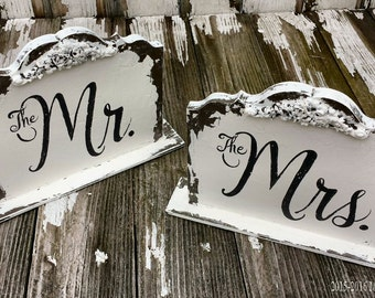 Mr and Mrs Signs. Self Standing Sign. Sweetheart Table. Wedding Sign. Rustic Wedding. Wedding Decor. Wedding Reception. Wedding Ceremony.