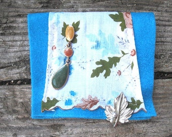 VINTAGE LiNEN KEEPSAKE POUCH with Leaves