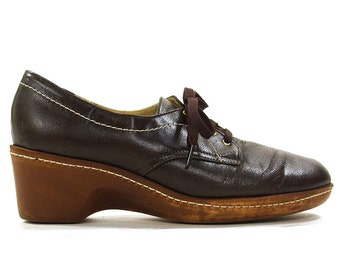 80s Leather Wedge Oxfords / Vintage 1980s Brown Leather Lace Up Loafers with Medium Wedge Heel / Women's Size 7 / Comfortable Walking Shoes