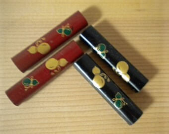 Four lacquerware hashioki chopstick rests with gold hyotan gourd designs