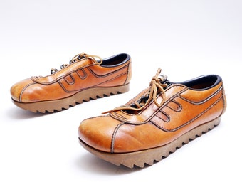 70s Mens Caramel Lace Up Shoes // Oxford Shoes with Round Toe// Unique Men's Shoes // 10N size
