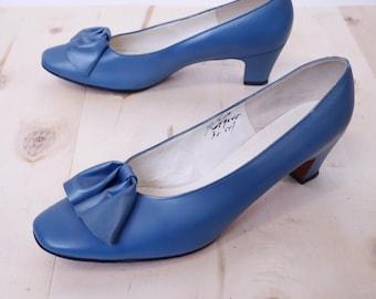 60s Pumps Blue Leather Bow Toe Detail 9-9 1/2