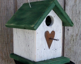 Birdhouse  Primitive White Green Chickadee Wren Cute Songbirds Rusty Heart