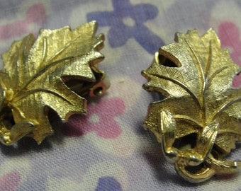 Lisner Gold Tone Leaf Clip Earrings