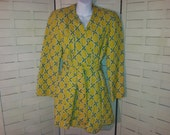 1940s Rayon Ladies dressing beach loungewear robe green print quilted fitted
