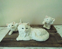 Early to midcentury white ceramic Persian cat planter with 2 playful kitten figurines with pink ears and blue eyes