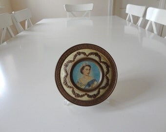 Vintage Tin Queen Elizabeth Coronation 1953 Ivory with Oval Portrait & Crowns Design - EnglishPreserves