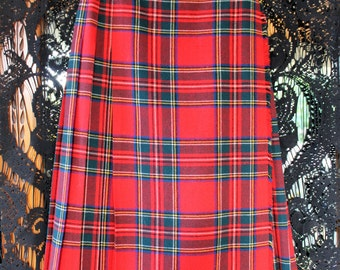 VINTAGE Deans of Scotland Wool Red Plaid Skirt wrap buckles - vintage size 8