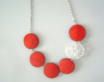 Red chunky necklace, immitation wood