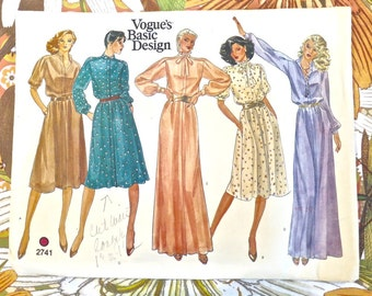 Vintage 1970s Womens Dress Pattern in Maxi or Midi Lengths - Vogue 2741