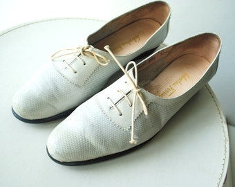 Sport fashion vintage 90s white genuine leather, delicate, oxford  flats. Made by Salvatore Ferragamo. Size 7 1/2 AAA