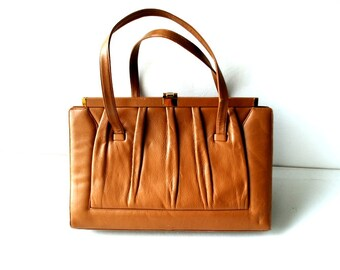 Art deco style vintage 50s beige-camel leather , large rectangular, cinched of the top bag. Made by Mam'Selle