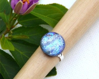 048 Fused dichroic glass ring, adjustable, silver plated, round, sparkling, silver, blue, purple