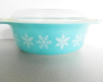 Pyrex Snowflake Casserole, 1950s Turquoise Pyrex Serving Dish, Covered Casserole, Pyrex Covered Casserole