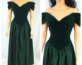 Vintage Dark Green Maxi Gown. Velvet Feel. Size Small. Holiday. Christmas. Off the Shoulder Dress. Evening. Formal. Wedding. 1980s. Bow.