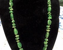 """vintage Vintage 1940s Nephrite Green SPINACH JADE nugget Bead 15"""" NECKLACE  Edwardian Nouveau Jewelry"""