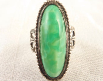 Vintage Size 6 Deco Elongated Oval Peking Glass Ring