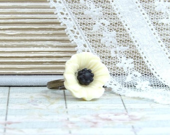 Cream Flower Ring Cream Poppy Ring Nature Ring Wildflower Ring Adjustable Ring Cream Floral Ring