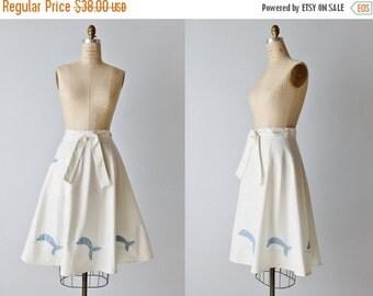 SALE Vintage Wrap Skirt / 1980s Wrap Skirt / Wrap Around Skirt / White Skirt / Dolphin Appliques
