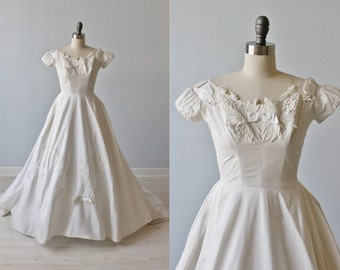 1950s Wedding Dress / 1950s Lace Wedding Gown / Modest / Short Sleeves / Full Skirt / Miss Betsy