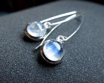 white moonstone earrings. June birthstone jewelry. sterling silver dangle earings.