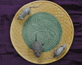 Creepy Trompe L'Oeil Majolica Cheese Plate With Rats/Vintage 1990s/Cake Plate/Halloween Party/Mechanical Toy Rat