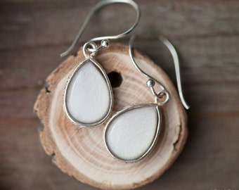 White tulip earrings - Silver Teardrop earrings - White Drop Earrings - Silver earrings - White flower jewelry - Bridesmaids earrings (E154)