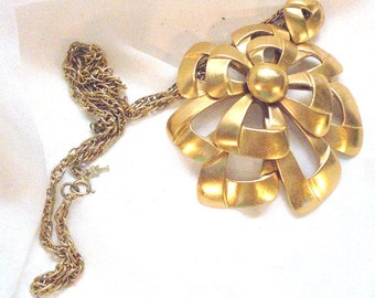 Large Crown Trifari Layered Ribbon Vintage Pendant Necklace