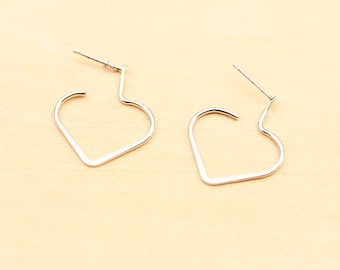 Delicate Heart Earrings - Gold