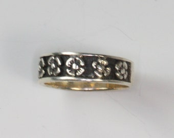 Floral Design Ring Oxidized Background Sterling Vintage Size 8.5