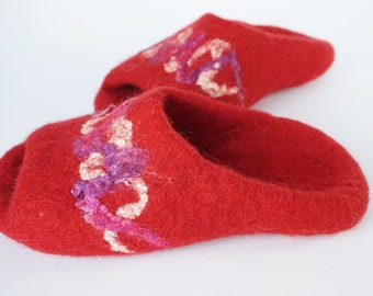 Felted wool slippers- backless womens slippers-slip on slippers-red felted wool slippers-natural house shoes-wool felt slippers-open toe