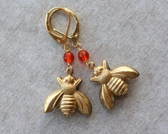 Golden Bees Earring, Bee charms Earrings, Gift for sister, Summer Fashion, Small Earrings