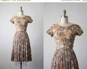 VACATION SALE. 50s dress /  foliage blooms dress