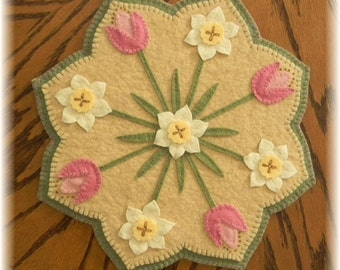 Spring Blossoms Penny Rug/Candle Mat DIGITAL PATTERN