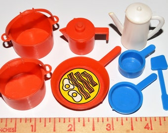 Assort dollhouse miniature plastic pots and pans