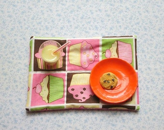 18 inch doll pink cupcakes hand quilted set of place mats