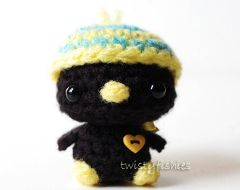 Kawaii Blackbird with Striped Hat - Mini Amigurumi Plush