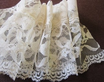 Bridal lace, 1950s, vintage trim, bow design, wedding dress lace, vintage dressmaking, white lace